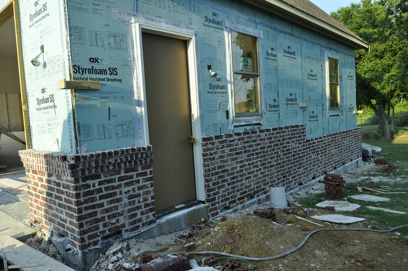 Brick   Front Of Garage Will Be Combination Brick U0026 Stone With Water Table  (below).